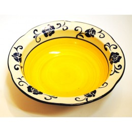 assiette-a-soupe-fleur-bleu-fond-jaune