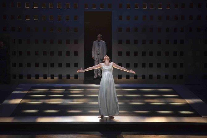 mai 2010 - Antigone au Théâtre National Palestinen - Jérusalem. Mise en scène Adel Hakim